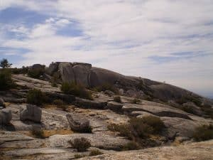 The Big Bald Rock Trail, Plumas National Forest, Feather River Ranger District: extensive granite, with large boulders.